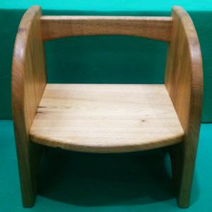 ≪木工房グルッペ≫クルミの子供椅子